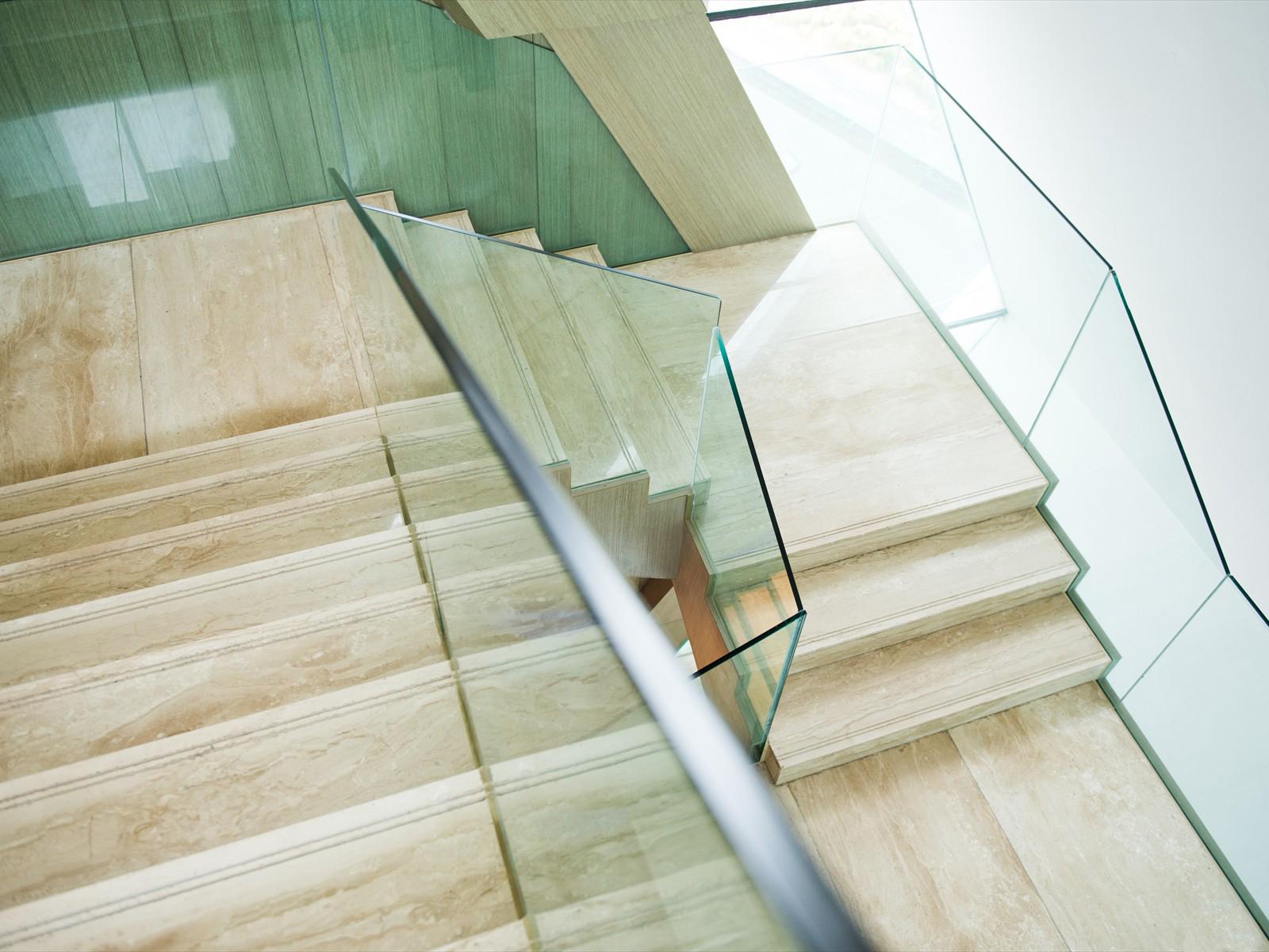 Edilizia stampa su vetro per scale parapetti mira glass - Parapetti in vetro per scale ...