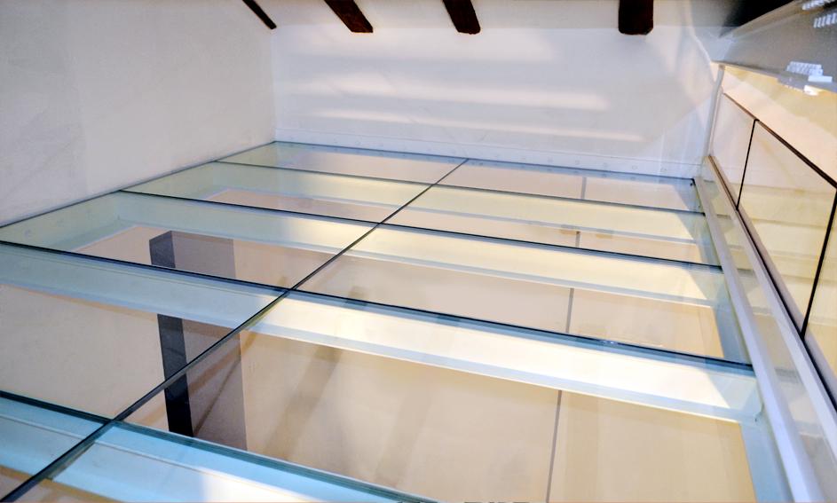 Pavimentazione in vetro
