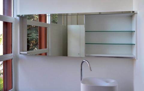 Specchio e mensole in vetro
