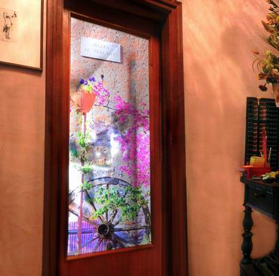 Porta con stampa su vetro e telaio in legno