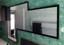 Grande specchio sagomato