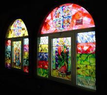 Grandi vetrate con stampa su vetro di immagini sacre