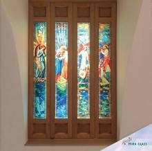 Porta finestra con immagine religiosa