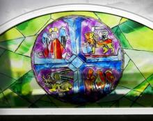 Finestre con vetro decorato con immagini sacre