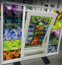 Finestre con stampa su vetro e infisso PVC